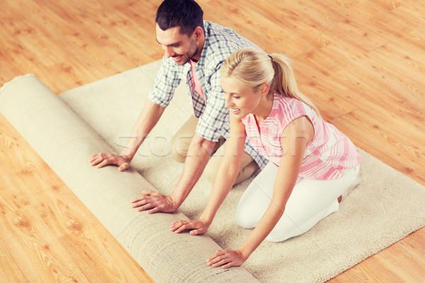 Feliz casal tapete tapete casa pessoas Foto stock © dolgachov