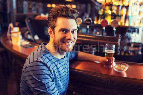 счастливым человека питьевой пива Бар Паб Сток-фото © dolgachov