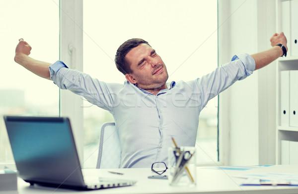 Sıkılmış işadamı dizüstü bilgisayar kağıtları ofis iş adamları Stok fotoğraf © dolgachov