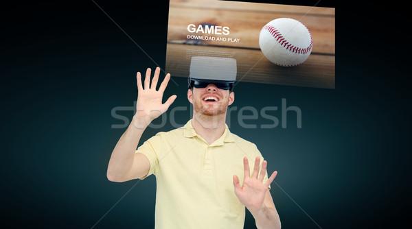 Feliz homem virtual realidade fone óculos 3d Foto stock © dolgachov