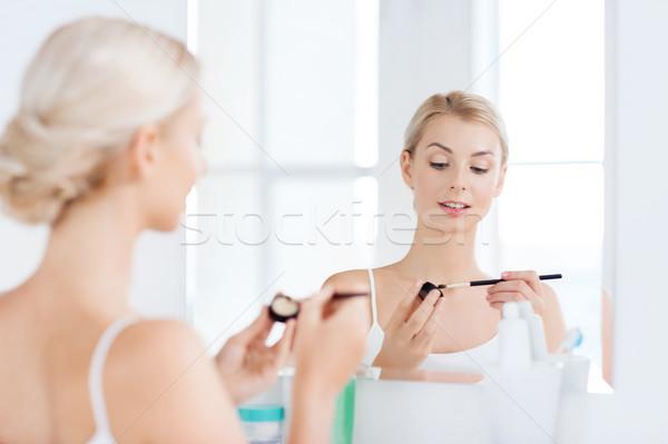 Nő sminkecset fürdőszoba szépség smink kozmetika Stock fotó © dolgachov