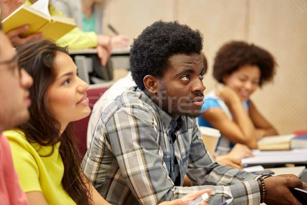 Grupo internacional estudantes palestra educação escola secundária Foto stock © dolgachov