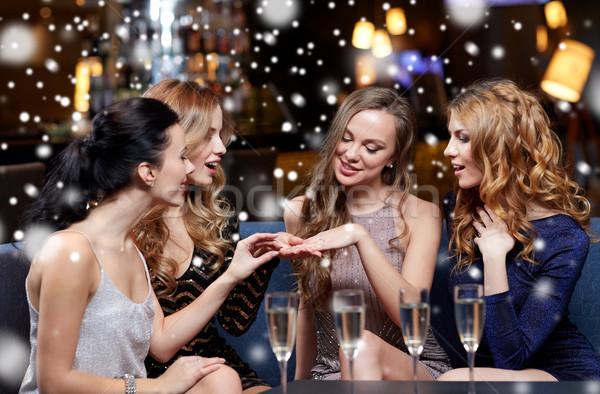 Nő mutat eljegyzési gyűrű barátok karácsony buli Stock fotó © dolgachov