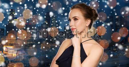 Güzel bir kadın siyah şapka gece şehir insanlar Stok fotoğraf © dolgachov