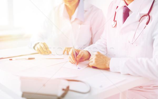 Doktor hemşire yazı reçete kâğıt resim Stok fotoğraf © dolgachov