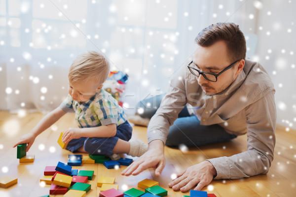 Stock fotó: Apa · fia · játszik · építőkockák · otthon · család · gyermekkor