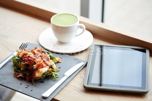 Prosciutto sonka saláta táblagép éttermi étel vacsora Stock fotó © dolgachov