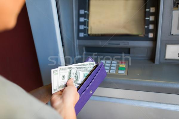 Hand geld atm machine financieren Stockfoto © dolgachov