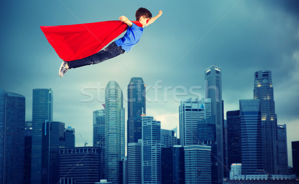 Jongen Rood vliegen stad geluk Stockfoto © dolgachov