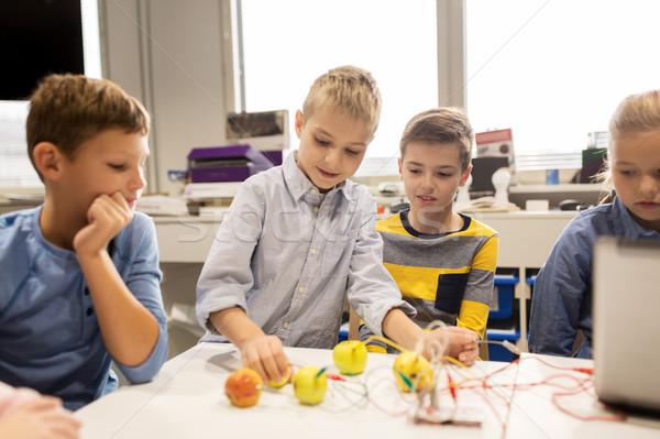 Crianças invenção robótica escolas educação Foto stock © dolgachov