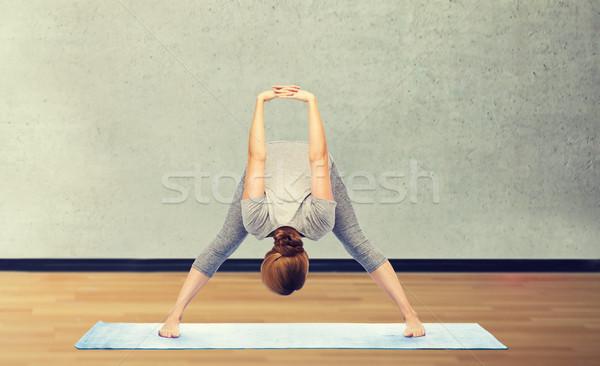 Mulher ioga para a frente pose Foto stock © dolgachov