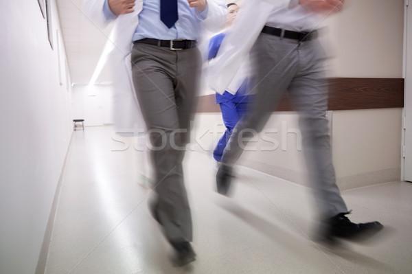 Lekarzy uruchomiony szpitala ludzi Zdjęcia stock © dolgachov