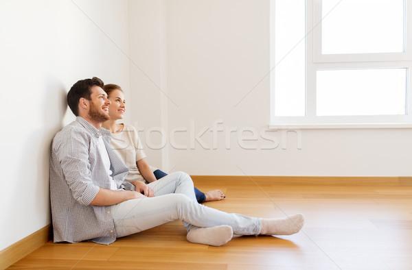 Gelukkig paar lege kamer nieuw huis hypotheek mensen Stockfoto © dolgachov