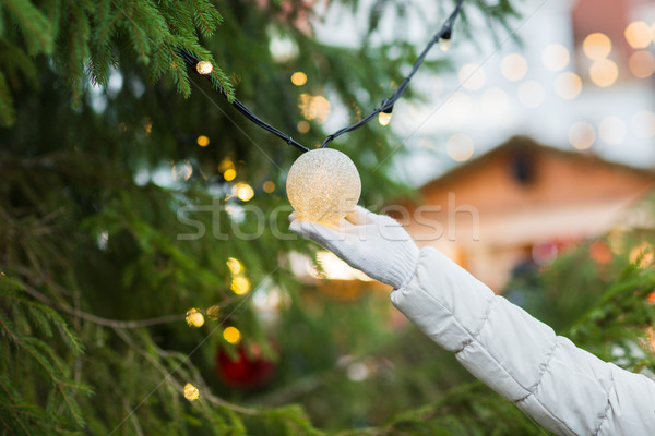 Mão árvore de natal grinalda bulbo férias Foto stock © dolgachov