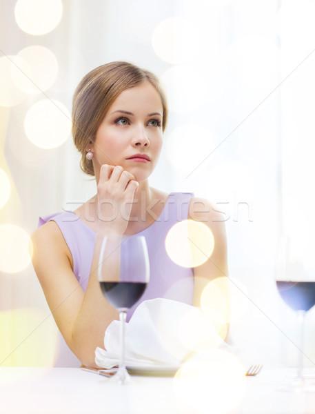 Stockfoto: Ontdaan · vrouw · glas · wachten · datum · geluk