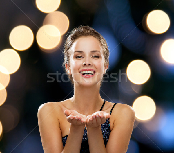 Nevet nő estélyi ruha tart valami emberek Stock fotó © dolgachov