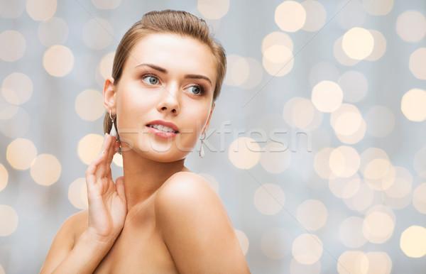 Bella donna diamante orecchini bracciale bellezza lusso Foto d'archivio © dolgachov