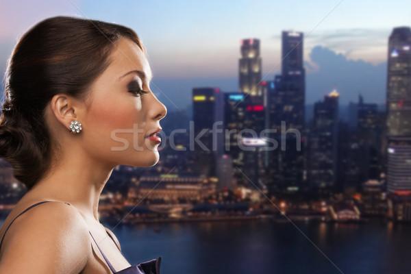 Mulher diamante brinco noite cidade pessoas Foto stock © dolgachov