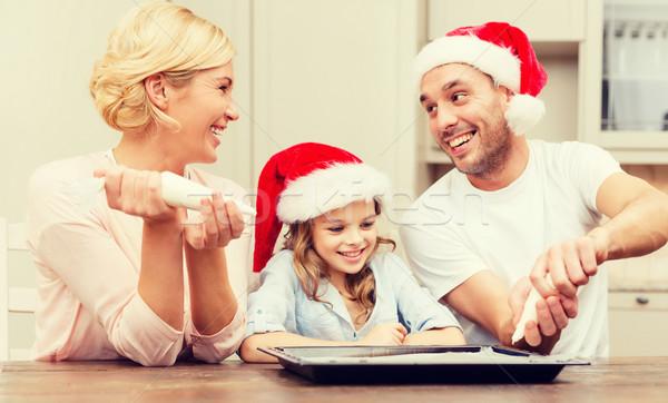 Gelukkig gezin helper hoeden cookies Stockfoto © dolgachov