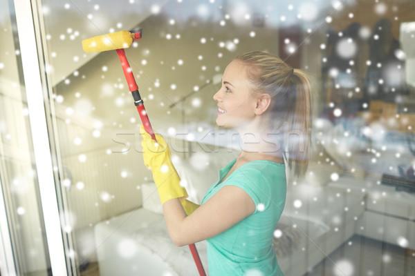 счастливым женщину перчатки очистки окна губки Сток-фото © dolgachov