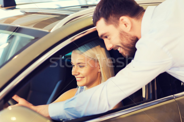 Foto stock: Feliz · Pareja · compra · coche · auto · mostrar
