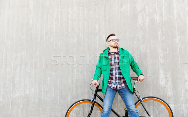 Mutlu genç adam sabit dişli Stok fotoğraf © dolgachov
