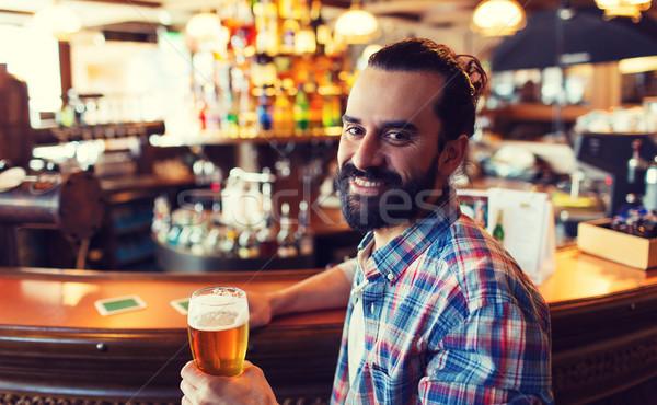 Heureux homme potable bière bar pub Photo stock © dolgachov