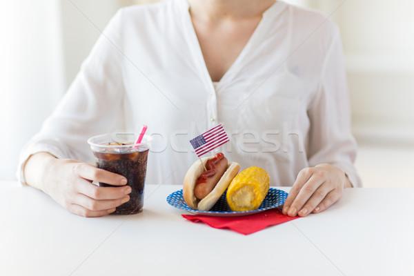 Közelkép nő eszik hot dog kóla amerikai Stock fotó © dolgachov