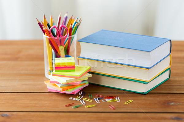 Közelkép tollak könyvek matricák oktatás tanszerek Stock fotó © dolgachov