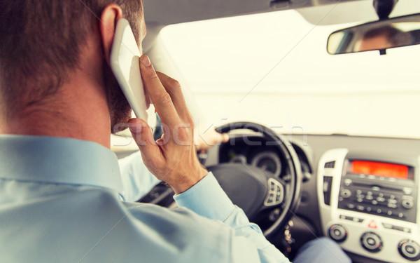 Man smartphone rijden auto vervoer Stockfoto © dolgachov
