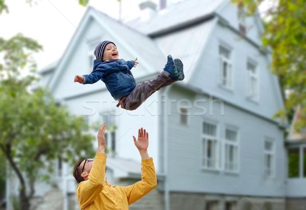 отцом сына играет улице семьи детство Сток-фото © dolgachov