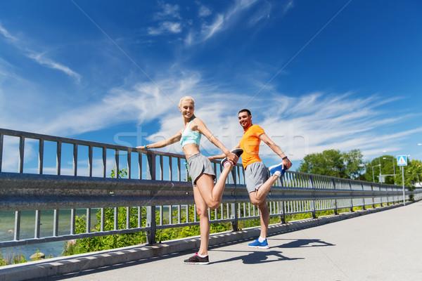 Lächelnd Paar Dehnung Freien Fitness Sport Stock foto © dolgachov