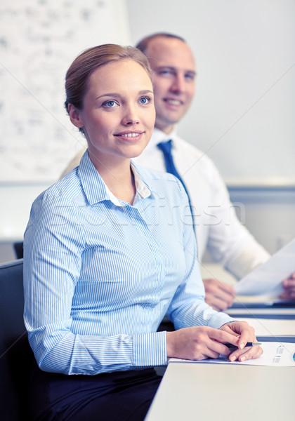 Mosolyog üzletemberek megbeszélés iroda technológia üzleti csapat Stock fotó © dolgachov
