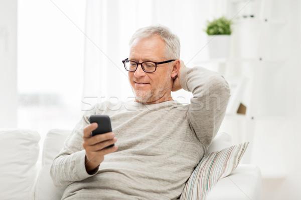 счастливым старший человека смартфон домой Сток-фото © dolgachov