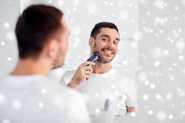Férfi szakáll körülvágó fürdőszoba szépség emberek Stock fotó © dolgachov