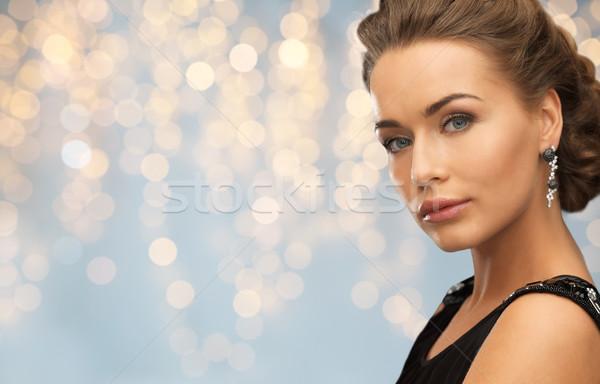 Mujer sonriente vestido de noche pendiente personas vacaciones joyas Foto stock © dolgachov