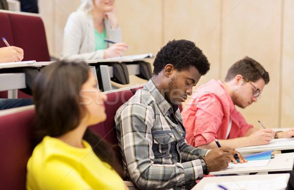 Groep internationale studenten college hal onderwijs Stockfoto © dolgachov