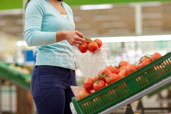 Stok fotoğraf: Kadın · çanta · satın · alma · domates · bakkal · satış