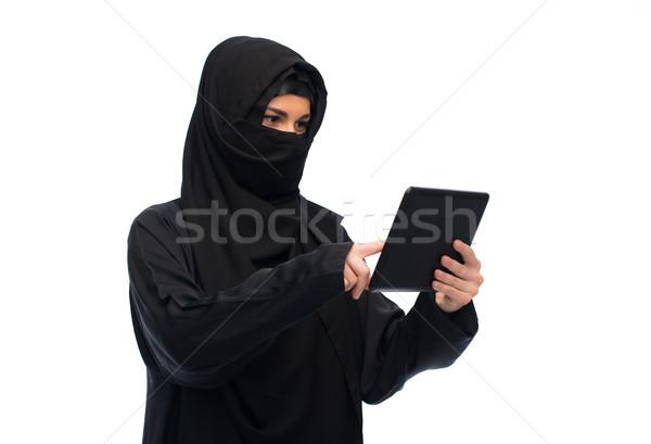 Muslim donna hijab computer tecnologia Foto d'archivio © dolgachov