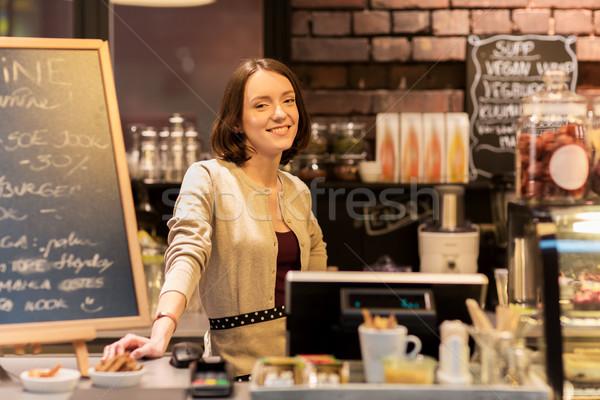 Boldog nő kávézó pult kisvállalkozás emberek Stock fotó © dolgachov