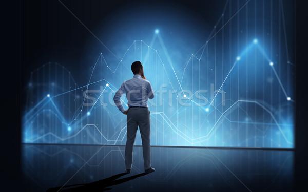Zdjęcia stock: Biznesmen · patrząc · faktyczny · schemat · wykres · ludzi · biznesu