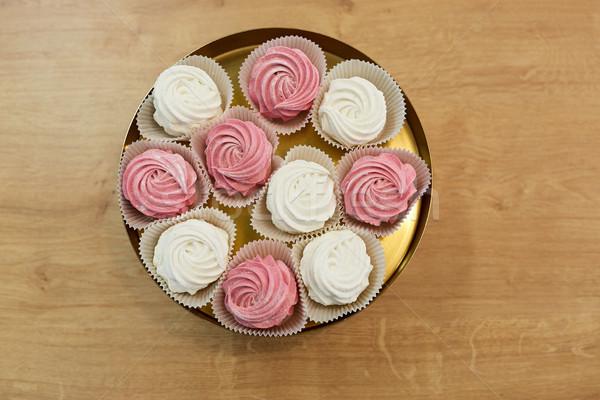 Mályvacukor torta áll étel édesség tejszínhab Stock fotó © dolgachov