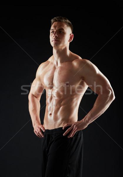 Fiatalember testépítő meztelen törzs sport testépítés Stock fotó © dolgachov