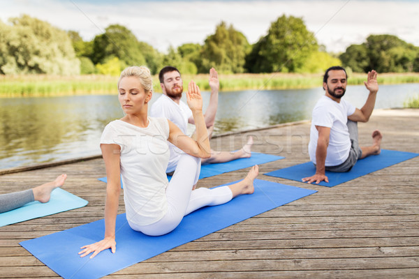 Personas yoga mitad plantean Foto stock © dolgachov