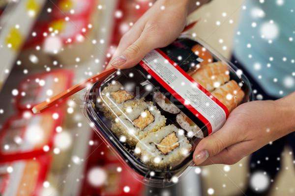 Eller sushi paketlemek bakkal süpermarket satış Stok fotoğraf © dolgachov