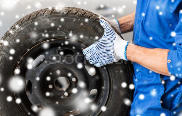 Mechanik samochodowy samochodu opon usługi naprawy Zdjęcia stock © dolgachov