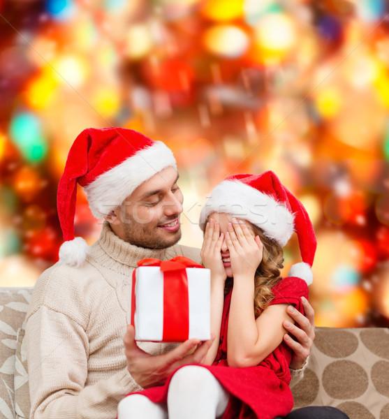 Sorridente filha espera apresentar pai família Foto stock © dolgachov