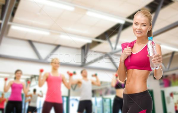 Vrouw fles water handdoek fitness Stockfoto © dolgachov