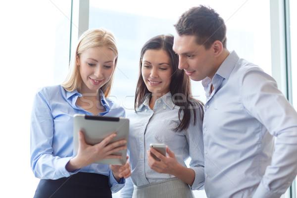 ビジネスチーム 作業 タブレット オフィス ビジネス 笑みを浮かべて ストックフォト © dolgachov