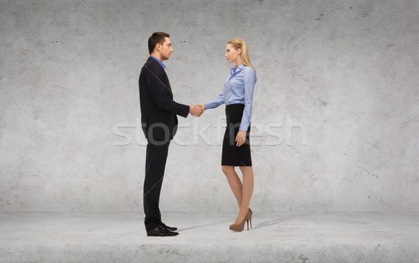 Foto stock: Empresario · mujer · de · negocios · apretón · de · manos · negocios · oficina · manos
